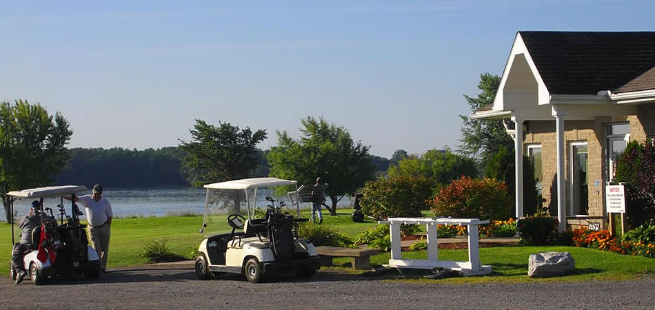Entrance to Iroquois Golf Club